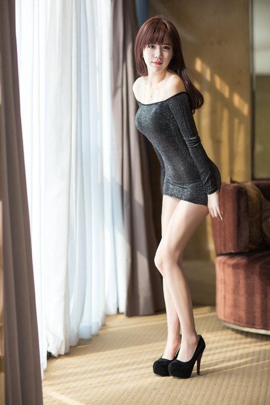 黄梓洁性感超短裙美女图片