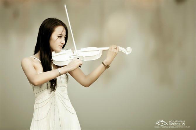 品美女拉小提琴女生