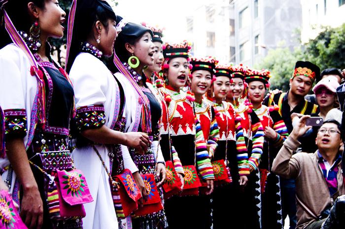 狂欢云南绿春县哈尼族长街宴