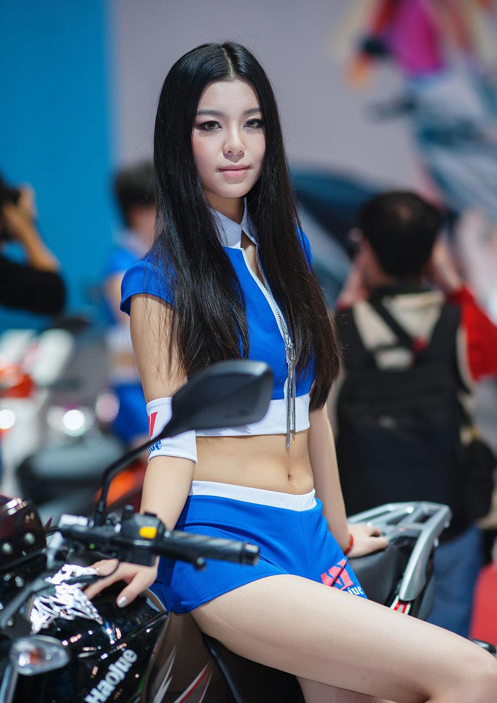 品美女摩托车展车模靓照 竖