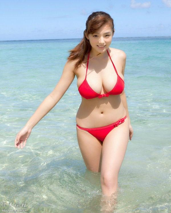 少女丰满时代 筱崎爱 肉乎乎的日本女孩
