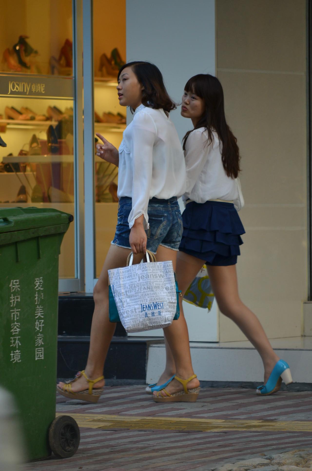 街拍白衬衫透明丝袜 5张