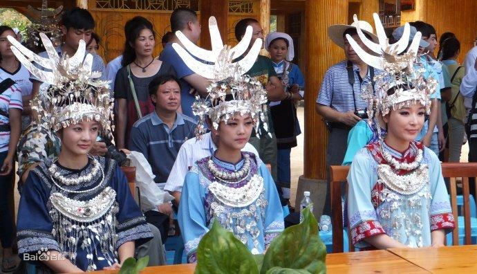 三都县水族服饰