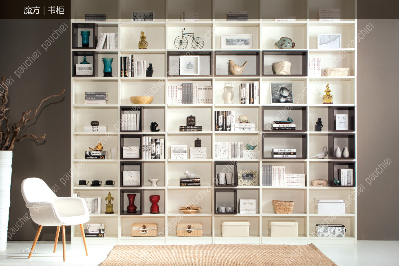 第一,班尔奇的衣柜系统选配了带灯挂衣通,升降衣架,隐藏式穿衣镜图片