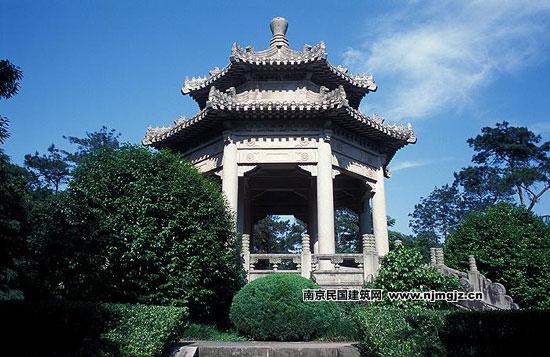 名胜区内中山陵东面小山阜上,建于1931-1934年,由刘敦桢建筑师设计图片