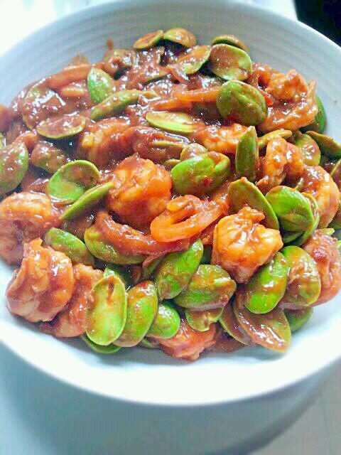 叁巴酸辣虾炒臭豆,是干妈由臭豆,虾或苏东,菜肴等食材制成的一道美味.英国一瓶老洋葱多少钱图片