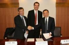与中国档案馆签订协议
