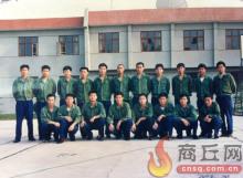 前排左二为刘旺。