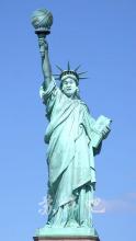 世界各地已然疯狂为V帝塑立雕像