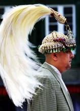 极乐鸟羽毛所做头饰