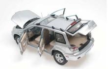 所有車門及前后蓋均可打開的車模