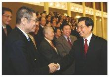 胡锦涛主席与刘诗昆亲切握手
