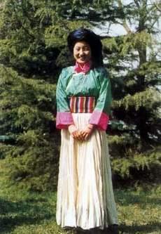 女服 普米族女子服饰较为复杂,花样繁多.图片