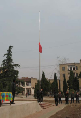 学校升旗仪式图片