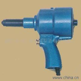 编辑 气动抽芯铆枪是以压缩空气为动力的高效率的铆接工具.图片