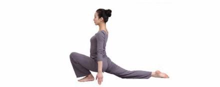 瑜伽体式新月式第一式 瑜伽体式 正位图片