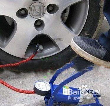 下面来和大家分享如何用轮胎平衡仪(胎压表)来测量汽车轮胎气压.图片