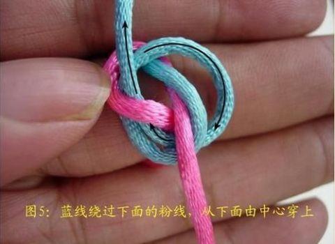 编四花怎么编_这个结比双联结大,比双联结紧,不宜松散,编挂饰时可以代替双联结,比双