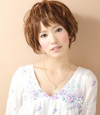 适合胖mm的圆脸中长发烫发发型特点图片