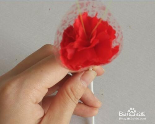 com 工具/原料 旧麻袋,胶布,剪刀,旧糖果纸,塑料管百度经验:jingyan.图片