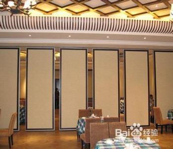 屏风隔断效果也运用到了现代的家具上,屏风酒店隔断就是利