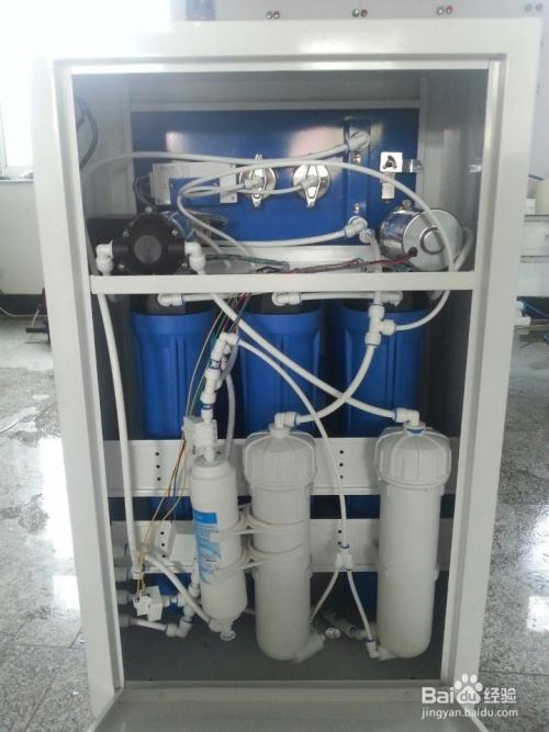 关闭自来水总开关,在取水位置安装不锈钢三通和球阀,用pe管连接到净水图片