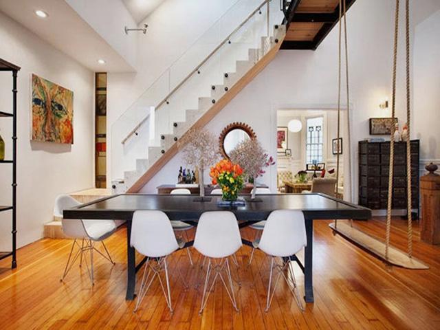 现代美式时尚四居230平别墅餐厅餐桌花瓶装修效果图