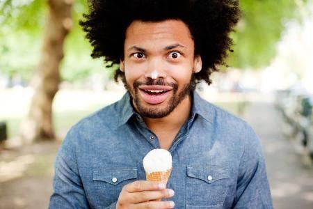 7张组图:非洲人吃雪糕,激动到哭!(注意表情)图片