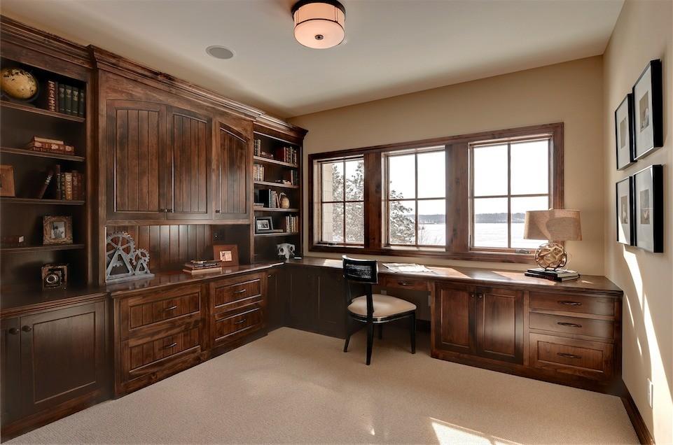 2013美式风格别墅豪华书房书柜书架书桌椅子窗户装修效果图高清图片