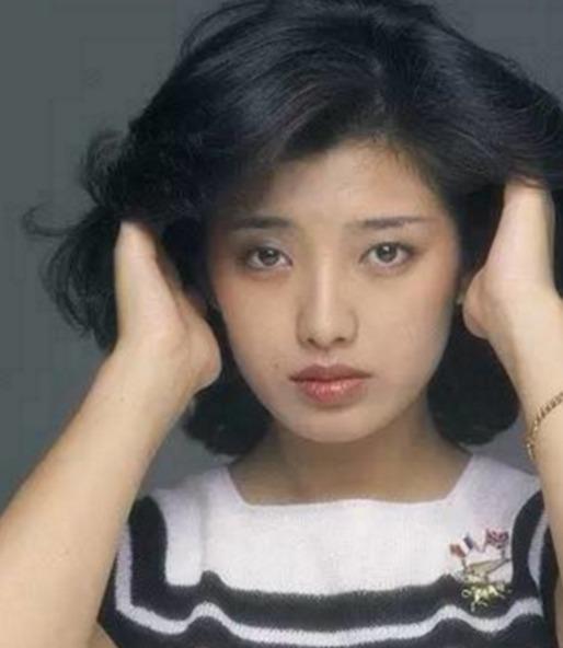 日本影视演员山口百惠现在干吗图片