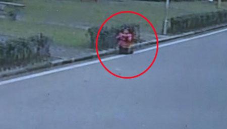 实拍大冷天10岁女童被父母罚跪小区马路90分钟