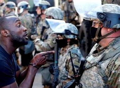 美国民警卫队平息骚乱