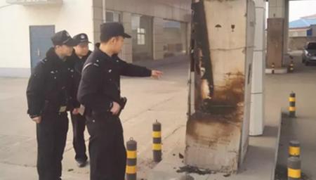 男子点燃煤气罐加气站内纵火被民警1分钟制服