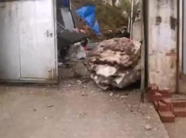 云南一厂房遇岩石崩塌致2人被困