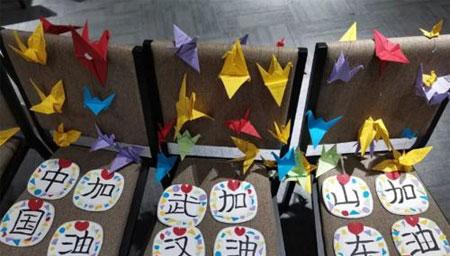 武汉铁路青年折千纸鹤