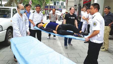 200斤男子在足浴店昏迷