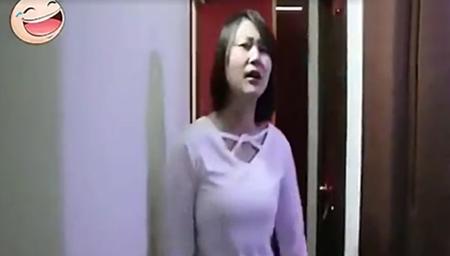 实拍美女淡定指认现场:小偷强奸了我十三四次