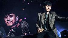 张杰与粉丝同唱《逆战》