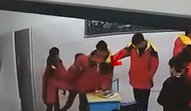 初中生殴打同学时猝死