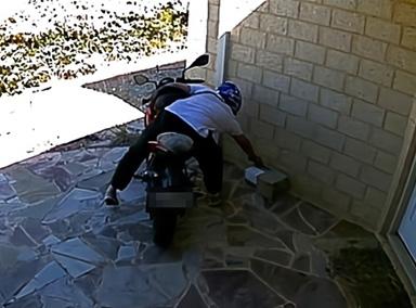 女子家门口放砖头包裹引小偷上当