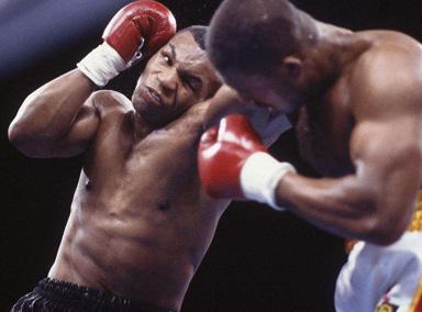 泰森一拳KO对手场下瞬间沸腾