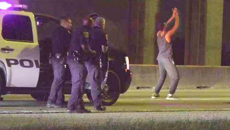 嫌犯被追32公里后下车尬舞