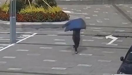 """小偷遇到""""马拉松民警"""""""