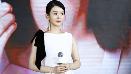 赵丽颖复工白色长裙优雅亮相