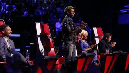 美国好声音遇天才歌手,评委狂拍按钮转身手舞足蹈