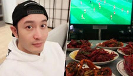 黄晓明看球赛吃小龙虾