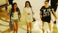 裤子去哪了 杨钰莹穿白色衬衫不见下衣