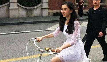 网友偶遇Angelababy骑车