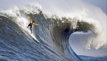 巨浪英雄:追逐恶劣天气,浪尖之上的生活