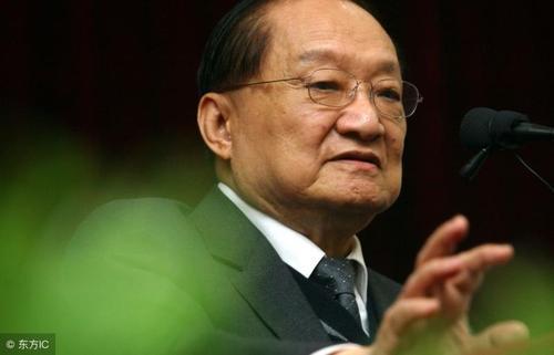 韦小宝的扮演者中,陈小春不是金庸最满意的,他才是